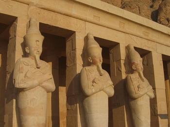 El-Deir El-Bahri Entrance Statues